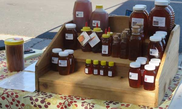 fm_mwn_honey-at-market
